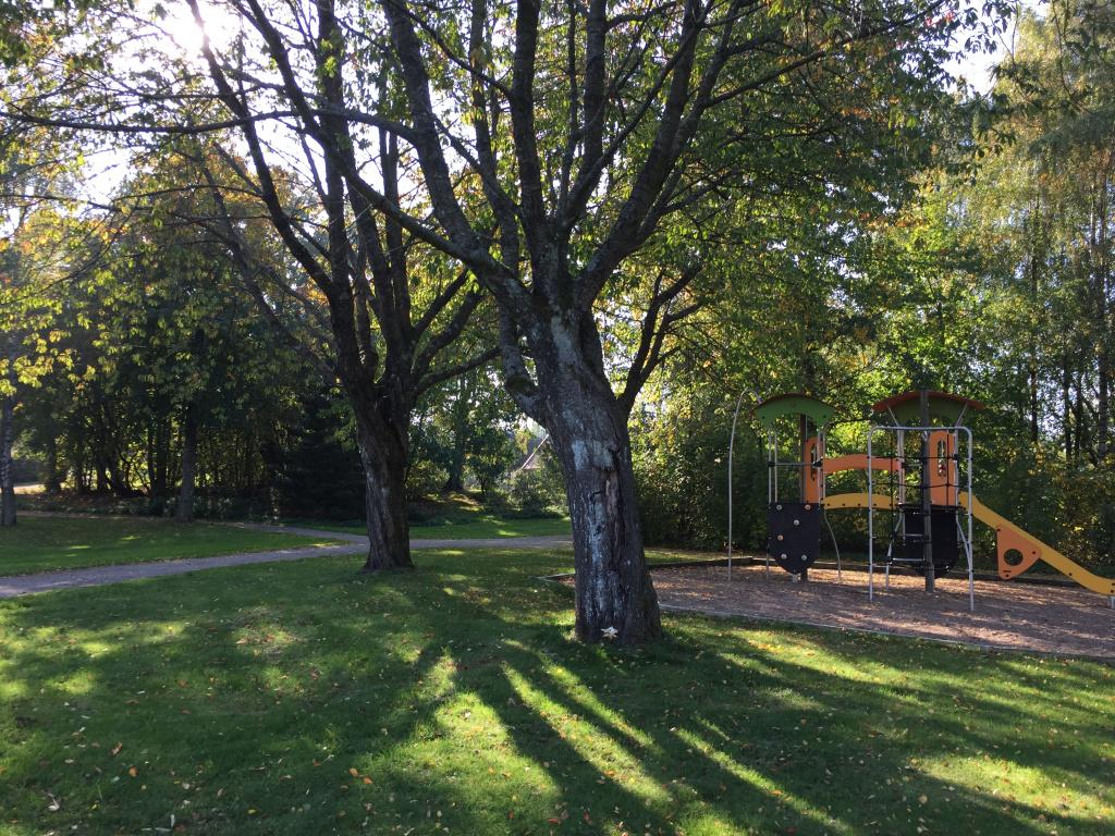 Park med lekplats i Hurva